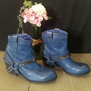 Gianni Bini Blue Leather Ankle Boot 💙💙💙
